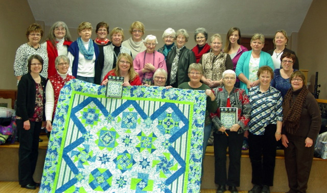 old-alley-quilt-shop-quilt-walk-group-photo
